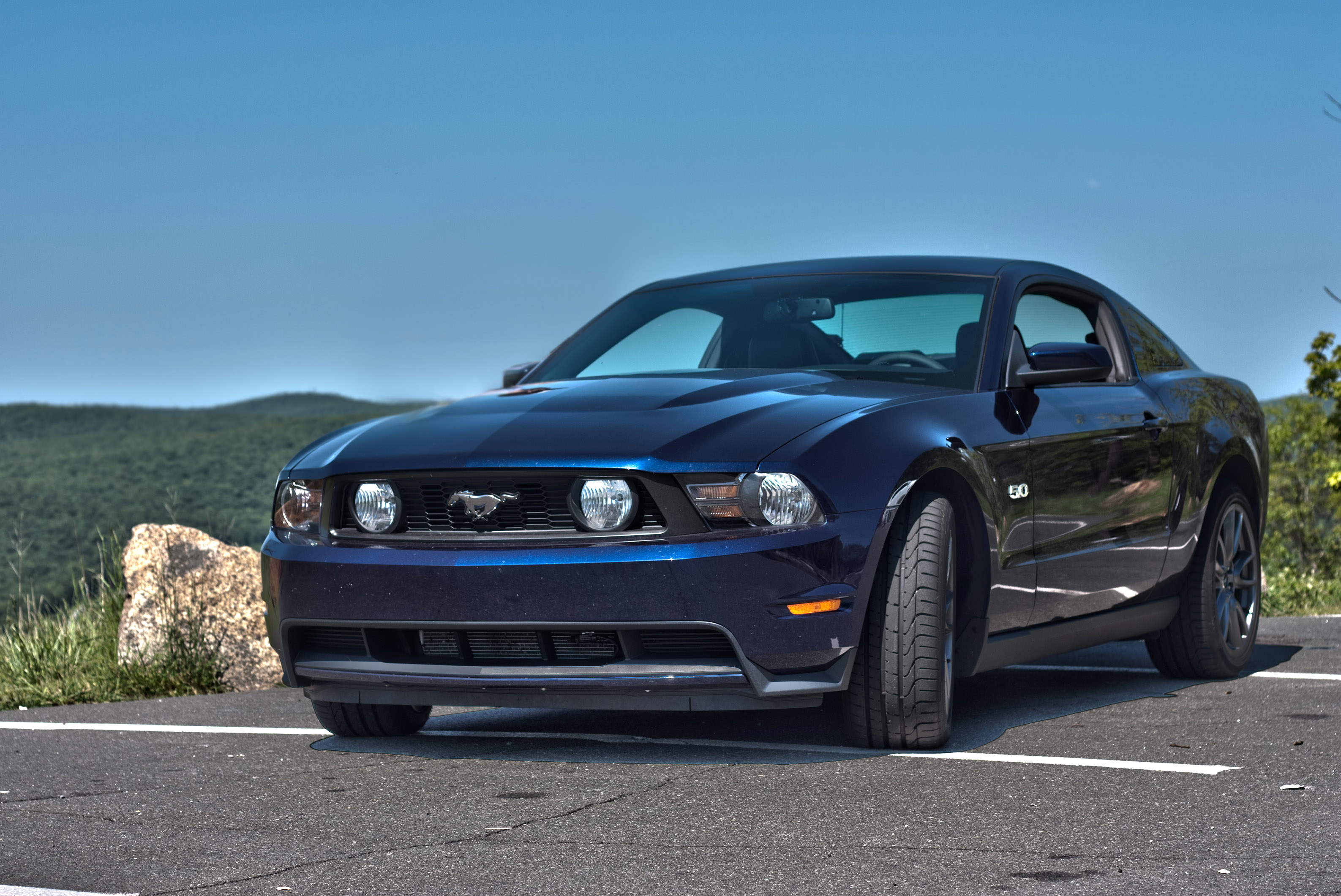 first drive 2011 ford mustang gt 5 0 autokinesis. Black Bedroom Furniture Sets. Home Design Ideas