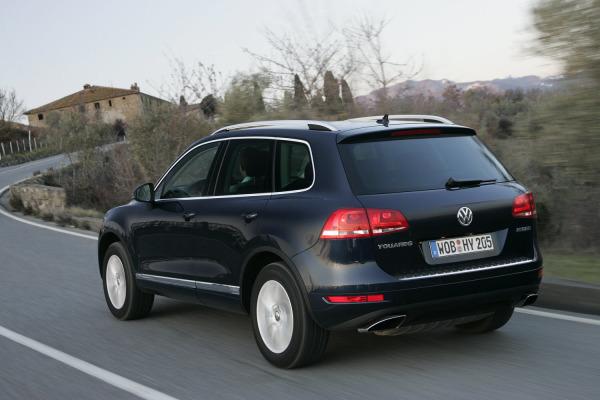2011_VW-Touareg-Hybrid_02